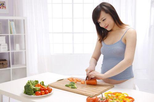 Bà bầu nên và không nên ăn gì khi mang thai 3 tháng đầu? - Ảnh 2