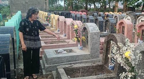 Phát hiện hơn 300 ngôi mộ bị đập vỡ bát hương - Ảnh 2