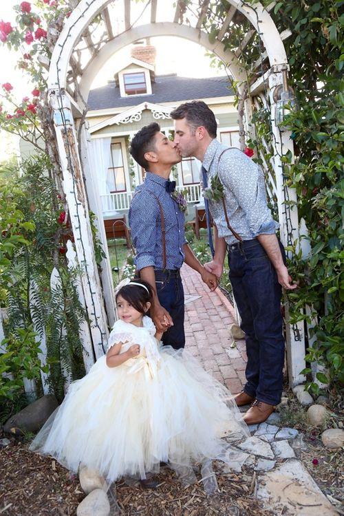 Ngắm ảnh cưới lãng mạn của các cặp đôi đồng tính - Ảnh 13