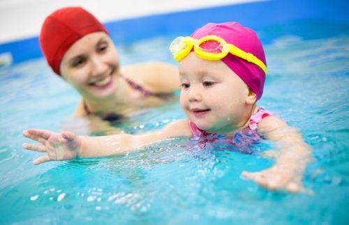 Đi bơi giải nhiệt và những nguy hiểm rình rập - Ảnh 1
