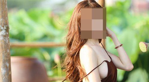 """Đỏ mặt với hình ảnh thiếu nữ """"thả rông"""" vòng 1 bên hoa sen - Ảnh 13"""