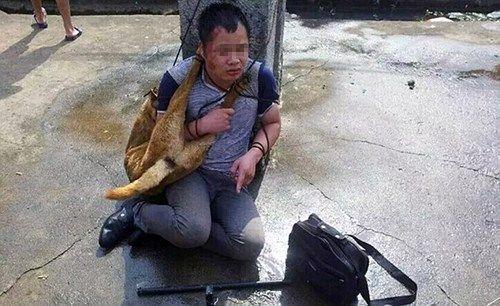 Trung Quốc: Trộm chó bị đánh đập, buộc xác chó vào cổ suốt 9 tiếng - Ảnh 1