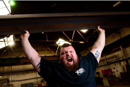 Người đàn ông lập kỷ lục nâng tạ nửa tấn và cái kết không tưởng - Ảnh 1
