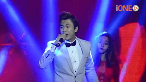 """""""Ông vua"""" Youtube Việt 2015 - Hồ Việt Trung khoe giọng live trong buổi giao lưu - Ảnh 3"""