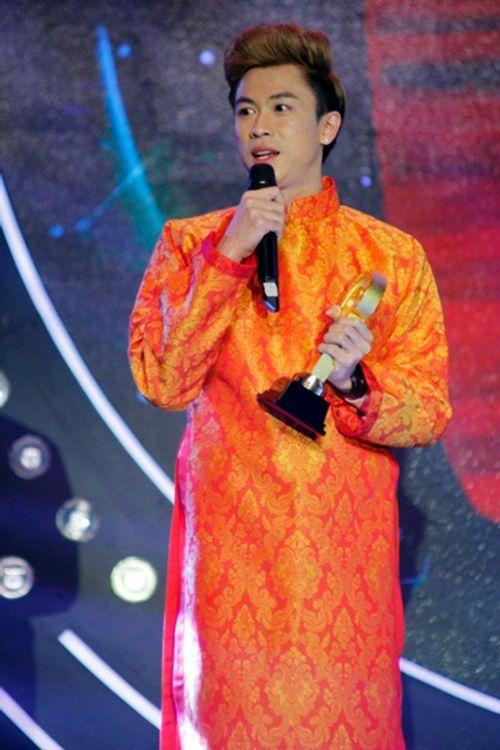"""""""Ông vua"""" Youtube Việt 2015 - Hồ Việt Trung khoe giọng live trong buổi giao lưu - Ảnh 1"""