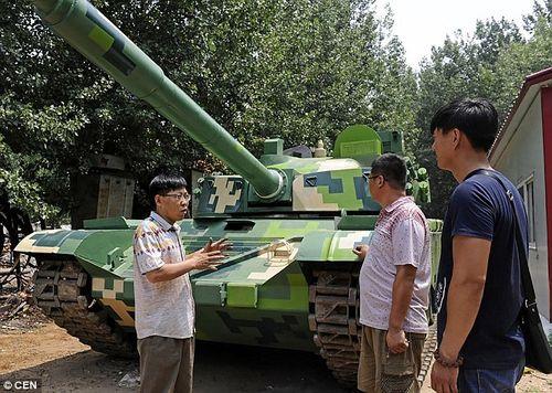 Ông bố nông dân tự chế tạo xe tăng cho trường của con - Ảnh 2