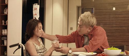 """Châu Khải Phong dằn vặt vì tình yêu trong MV """"Bữa tối một mình"""" - Ảnh 3"""