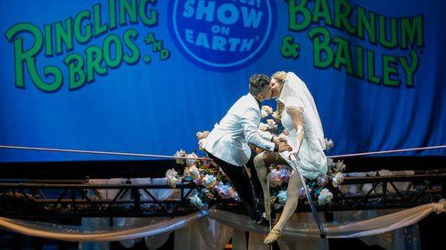 Kỳ lạ đám cưới trên dây đầu tiên ở Mỹ - Ảnh 2