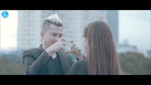 """Sky Nguyễn """"thành đôi"""" với fangirl trong MV mới """"Say nhưng không lầm"""" - Ảnh 4"""