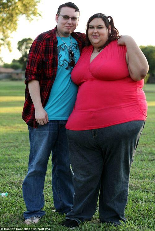 Chàng trai vỗ béo bạn gái vì yêu thích hình mẫu mập mạp - Ảnh 3