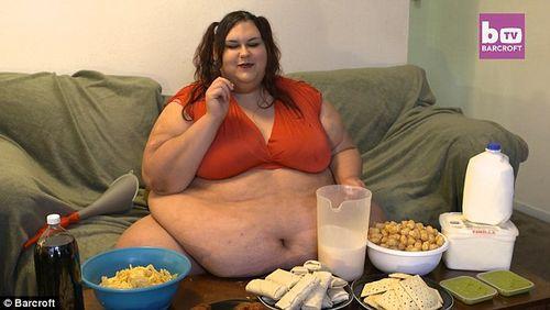 Chàng trai vỗ béo bạn gái vì yêu thích hình mẫu mập mạp - Ảnh 4