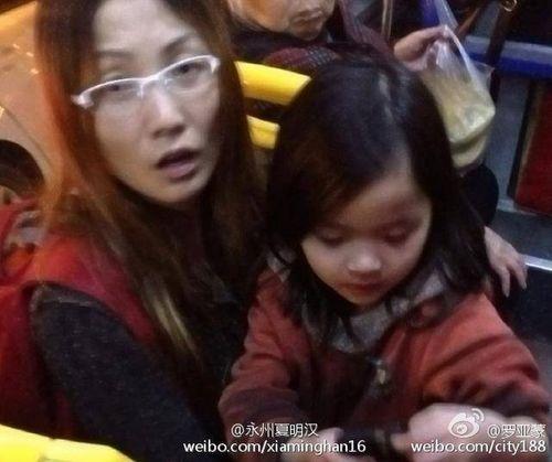 Trung Quốc: Bé gái 4 tuổi bị xích hai chân dậy sóng cư dân mạng - Ảnh 2