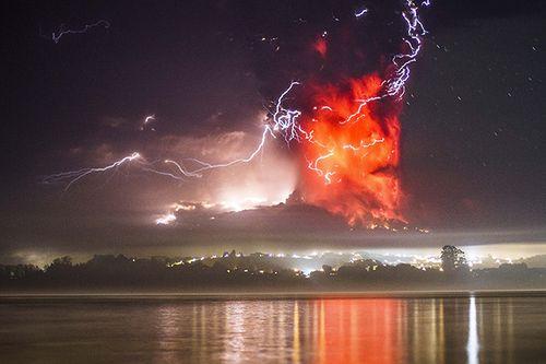 Hình ảnh khủng khiếp về núi lửa phun trào ở phía nam Chile - Ảnh 2
