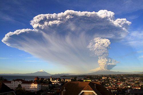 Hình ảnh khủng khiếp về núi lửa phun trào ở phía nam Chile - Ảnh 3