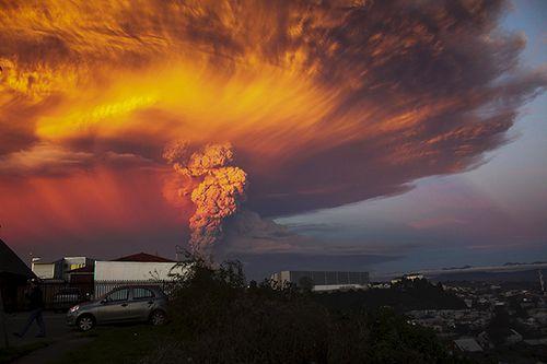Hình ảnh khủng khiếp về núi lửa phun trào ở phía nam Chile - Ảnh 4