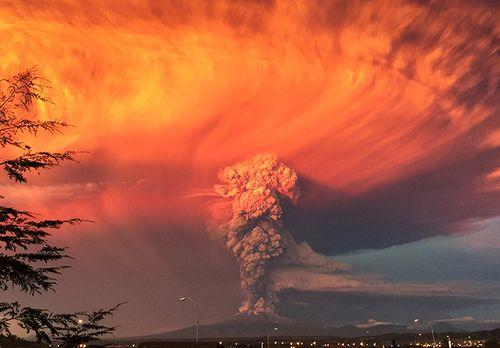 Hình ảnh khủng khiếp về núi lửa phun trào ở phía nam Chile - Ảnh 5