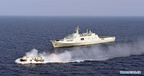 """Tàu Trung Quốc """"bắn"""" máy bay Philippines trên Biển Đông? - Ảnh 1"""