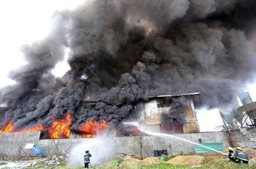 31 người thiệt mạng vì cháy xưởng giày Philippines, đang tìm kiếm người mất tích - Ảnh 1