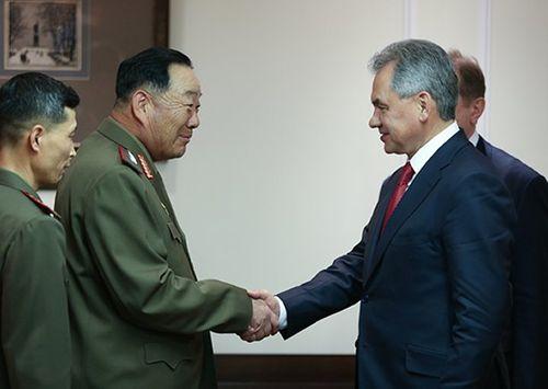 Hình ảnh cuối cùng của Bộ trưởng Quốc phòng Triều Tiên trước khi bị xử bắn - Ảnh 1
