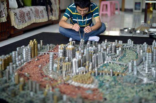 """Người đàn ông dùng 50.000 đồng tiền xu để """"xây"""" thành phố Trùng Khánh - Ảnh 2"""