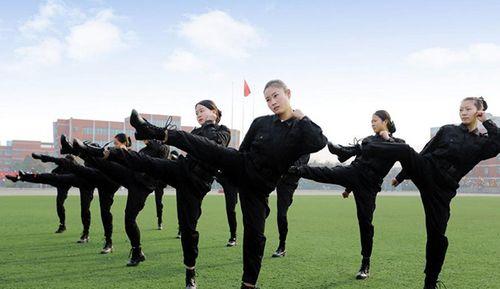 Trung Quốc: Tiếp viên hàng không xinh đẹp được huấn luyện như thế nào? - Ảnh 1