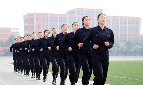 Trung Quốc: Tiếp viên hàng không xinh đẹp được huấn luyện như thế nào? - Ảnh 2
