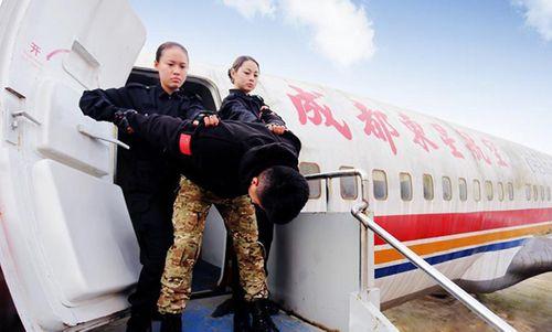 Trung Quốc: Tiếp viên hàng không xinh đẹp được huấn luyện như thế nào? - Ảnh 3