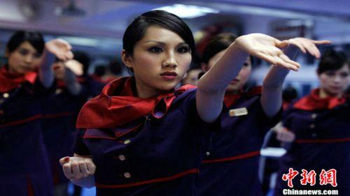 Trung Quốc: Tiếp viên hàng không xinh đẹp được huấn luyện như thế nào? - Ảnh 9