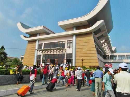 Triệt phá đường dây buôn người giá hàng trăm triệu đồng ở Tây Ninh - Ảnh 1