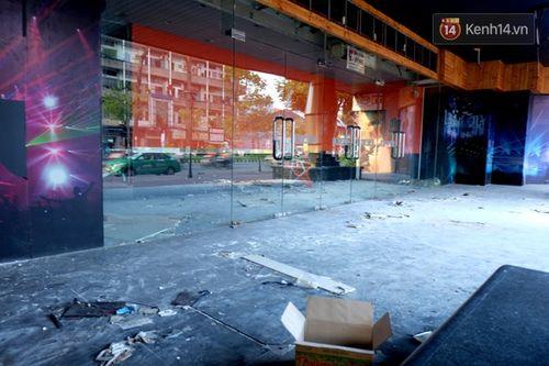 Cận cảnh sự hoang tàn bên trong cao ốc Thuận Kiều Plaza trước khi bị đập bỏ - Ảnh 4