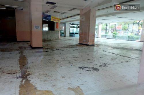 Cận cảnh sự hoang tàn bên trong cao ốc Thuận Kiều Plaza trước khi bị đập bỏ - Ảnh 5