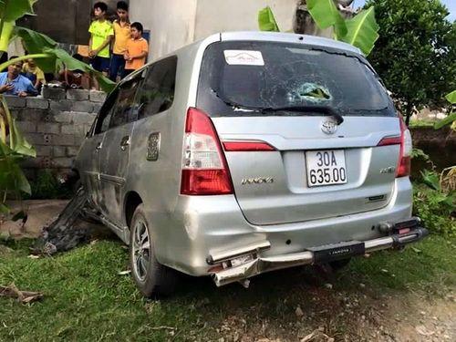 Tông trúng bò, xế điên bỏ chạy gây tai nạn làm 8 người bị thương - Ảnh 1