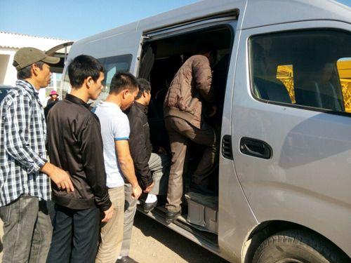 Nhóm 13 lao động Việt đầu tiên tại Algeria về nước - Ảnh 1