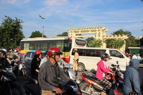 Xe buýt số 32 cán chết thanh niên điều khiển xe máy - Ảnh 1
