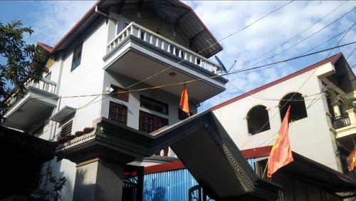 Rúng động Bí thư Chi bộ nhà 3 tầng, 10 năm thuộc diện hộ nghèo - Ảnh 1