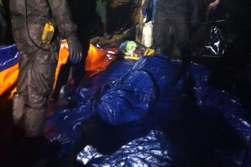 Đã tìm được nạn nhân thứ 3 vụ sập hầm than Hòa Bình - Ảnh 1