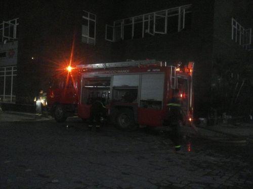 Hà Nội: Chung cư Vimeco cháy trong đêm hàng ngàn người tháo chạy - Ảnh 1