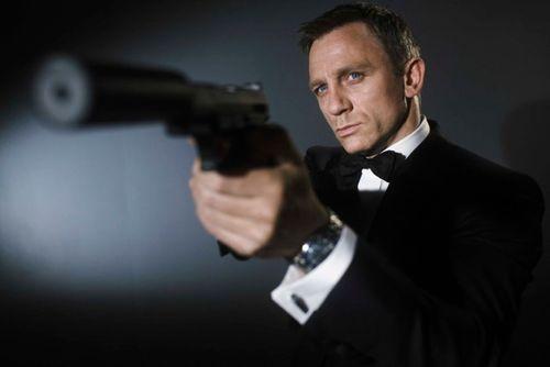 Điệp viên 007 chê điện thoại của Sony và Samsung không xứng dùng - Ảnh 1