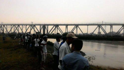 Hà Nội: Bí ẩn nam thanh niên tự tử dưới sông Đuống - Ảnh 1