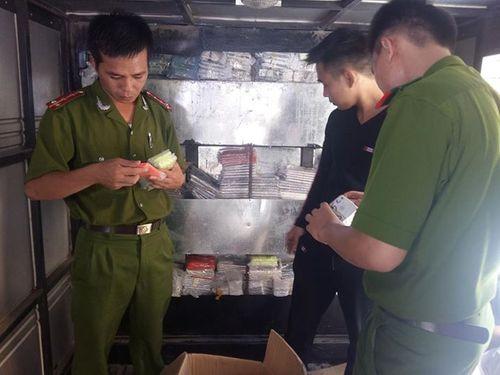 Cảnh sát truy đuổi xe chở 1.300 điện thoại Vertu, iPhone từ Móng Cái - Ảnh 1