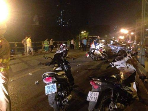 """Vụ """"taxi điên"""" trên cầu vượt Thái Hà: Thất thần giây phút tài xế nhảy cầu tự tử - Ảnh 1"""