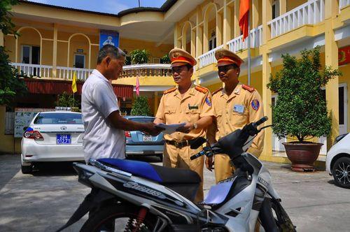 Nhận lại xe máy bị mất cắp trong ngày đám cưới con - Ảnh 1