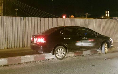 """Nữ tài xế """"mắc cạn"""" trên cầu vì lao xe lên gờ bê tông - Ảnh 1"""