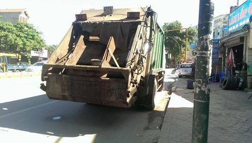 Người đàn ông chết thảm vì bị xe chở rác cán qua - Ảnh 2