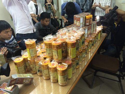 Triệt phá xưởng sản xuất thực phẩm làm đẹp giả sản phẩm nhập khẩu - Ảnh 1
