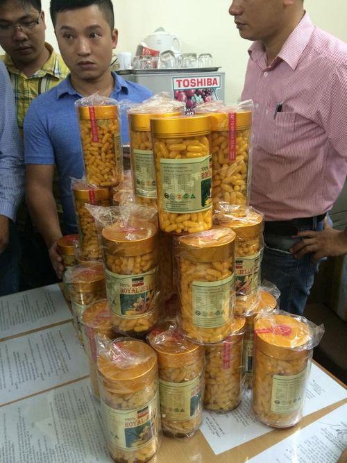 Triệt phá xưởng sản xuất thực phẩm làm đẹp giả sản phẩm nhập khẩu - Ảnh 2