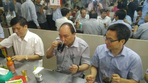 Thủ tướng ăn phở, uống cà phê bình dân ở Sài Gòn - Ảnh 2