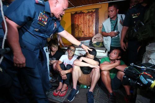 Philippines: Dân nghiện ma túy lũ lượt ra đầu thú vì sợ chết - Ảnh 1