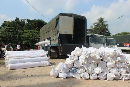 140 kiện vải không rõ nguồn gốc bị chặn đứng khi đang tuồn vào Thủ đô - Ảnh 1