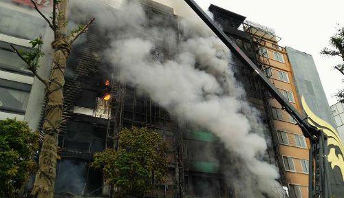 Vụ cháy quán Karaoke khiến 13 người tử nạn: Những ẩn số cần sáng tỏ - Ảnh 1